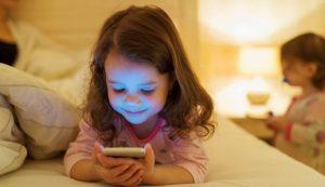 Cat timp lasam copilul in fata ecranului smartphone sau tableta?