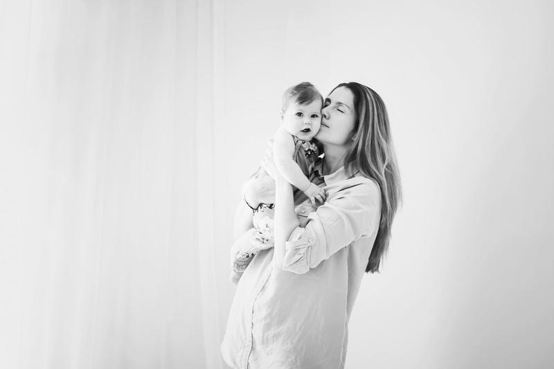 Ghidul mamicilor pentru sedinte foto de maternitate si bebelusi